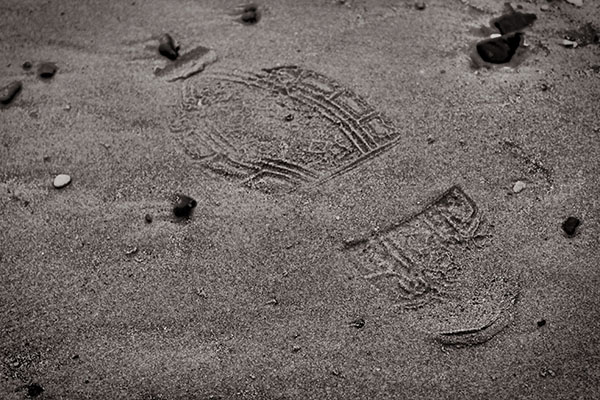 footprint in sand doesn't leave a permanent impression